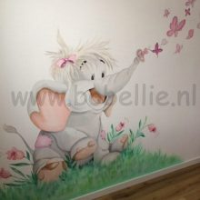 Muurschildering Bobellie olifantje met vlinders www.bobellie.nl
