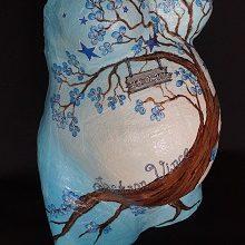 Gipsbuik boom met naam en geboortedatum in blauw